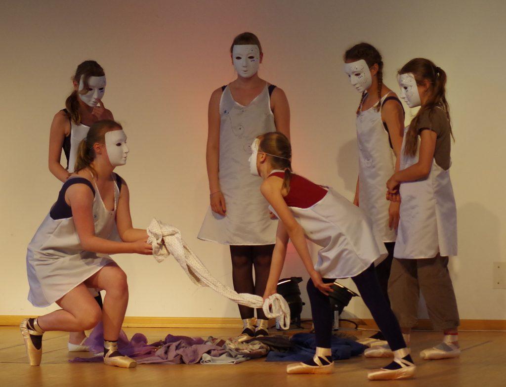 2016 Momo - Tanz der Puppen